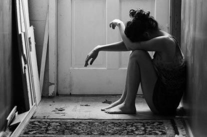 alone-black-and-white-cry-dark-Favim.com-998228