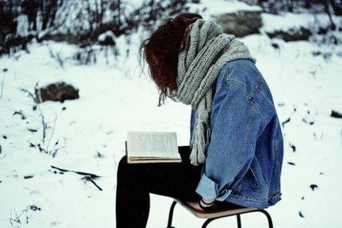 book-girl-reading-scarf-skarf-Favim.com-270467