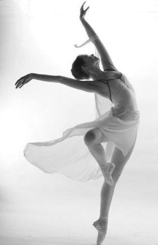 ballet-beautiful-beauty-black-and-white-Favim.com-2509603