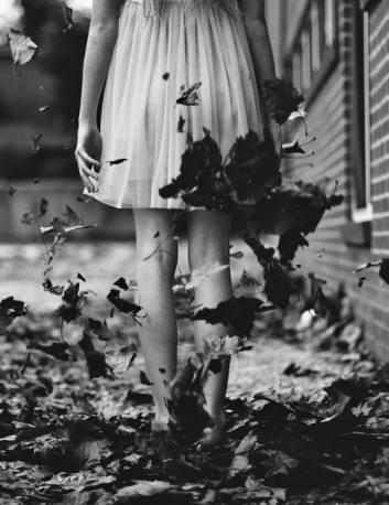 alone-autumn-girl-leaves-Favim.com-2566965