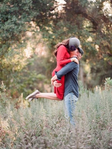couple-hug-kiss-love-Favim.com-2711244