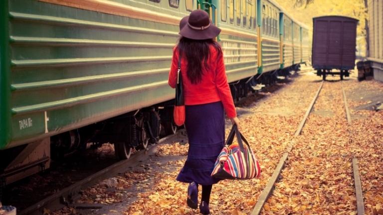 20151123170739-woman-leaving-train-stylish-nature-go-away-fashionable-goodbye-travel-transportation